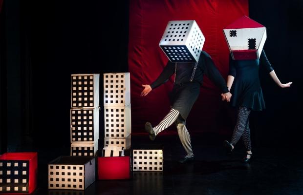 קרקס קוביות הצגת תיאטרון חזותי הצגת ילדים בתיאטרון הקרון