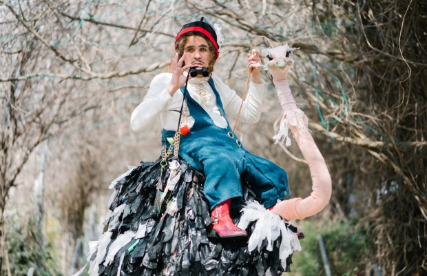 גמד על יען, תיאטרון רחוב, הצגת ילדים בירושלים תיאטרון הקרון